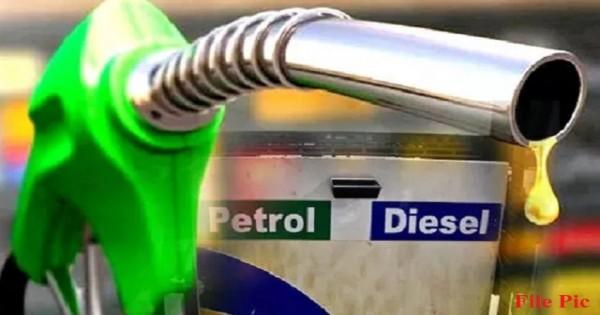 दशहरा में फिर महंगाई का झटका, बढ़ गए पेट्रोल-डीजल के दाम