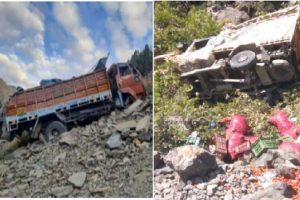 हिमाचल: दारचा में लुढ़का ट्रक, रोहाणा में गिरी पिकअप, 2 लोगों की मौत