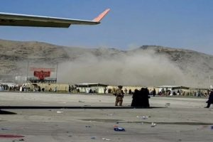 काबुल एयरपोर्ट पर बड़ा बम धमाका,कई लोग घायल, कईयों के मारे जाने की आशंका