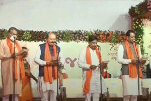 CM भूपेंद्र पटेल की टीम में 24 मंत्री, रूपाणी के मंत्री 'साइडलाइन'